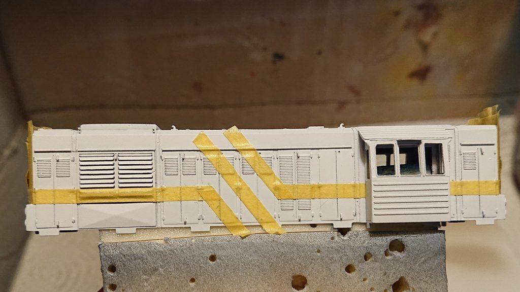 Vymaskované bílé pruhy