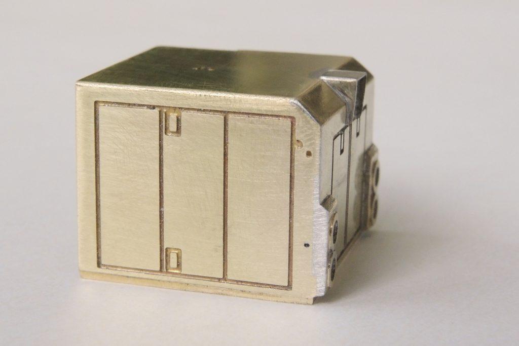 Kratší kapota, detail tvaru krytu světlometů